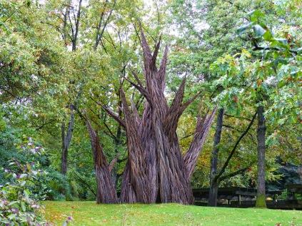 tree statue (LS)